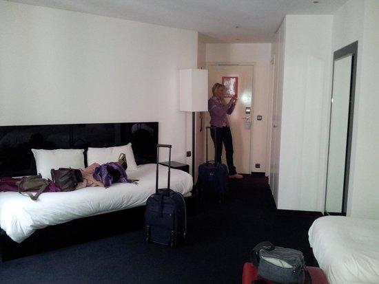 Hôtel Le Chat Noir : room