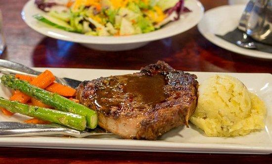 Strathmore Station Restaurant And Pub : Rib eye steak