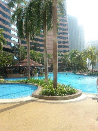 Renaissance Kuala Lumpur Hotel: piscina al 4° piano