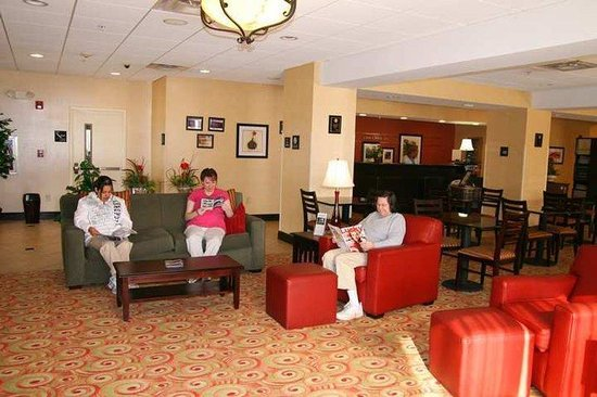 Hampton Inn Lenoir City: Lobby