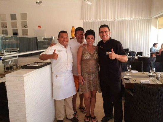 Le Blanc Spa Resort: International Restaurant with Rafael and Marco