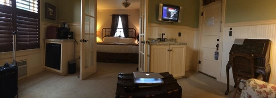 Chamberlin Inn : Spacious King Suite