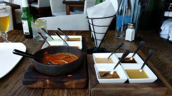 Sonora Grill Prime Vallarta: Frijoles maneados y 8 salsas