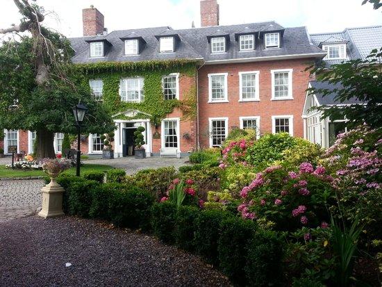 Hayfield Manor Hotel: Entrance