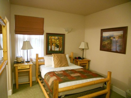 Best Western Plus Plaza Hotel: quaint & nicely furnished room