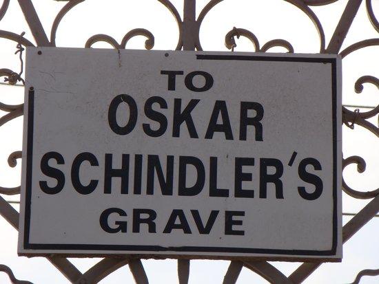 Schindler's Grave: Sign