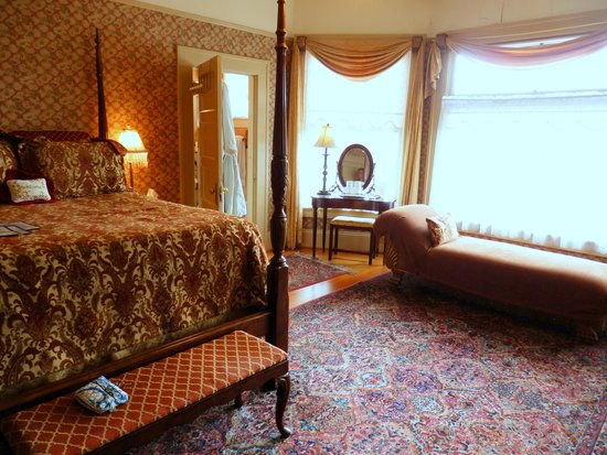 Lion and the Rose Victorian B&B Inn: Joseph Room