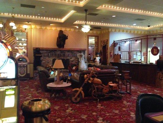Longstreet Hotel & Casino: Bizarre