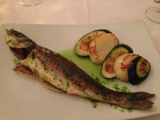 Centfocs: Fresh fish with chive sauce