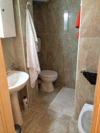 Al Bastione Imperiale Bed U0026 Breakfast: Das Bad Ist Klein. Die Dusche Ist Neu