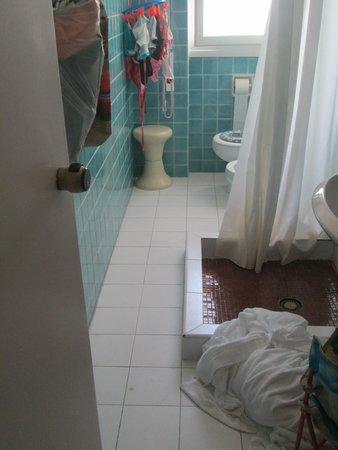 Hotel Pineta Mare: passaggio stretto e pericoloso