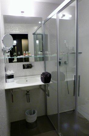 Legend Hotel by Elegancia : salle de douche