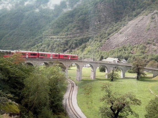 Bernina Express: 360 degree viaduct