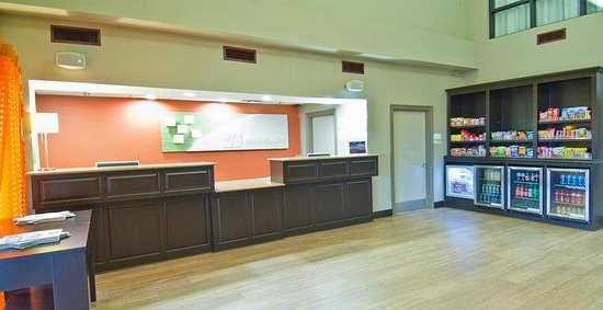 Holiday Inn Opelousas: Friendly Front Desk Staff