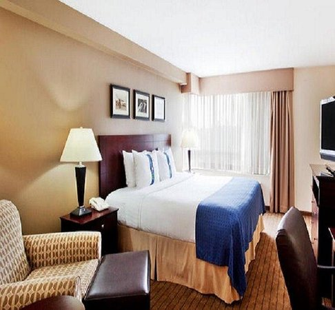 Holiday Inn - Gwinnett Center: Enjoy our spacious King Bed Guest Room