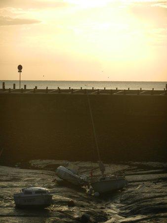 Hotel de la Marine: barche in secca...