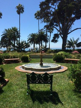 Four Seasons Resort The Biltmore Santa Barbara: Beautiful hotel grounds!