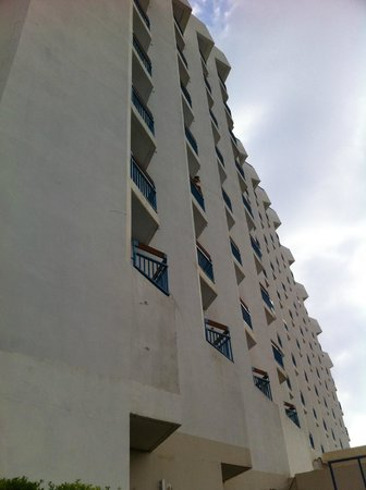 Leonardo Club Hotel Tiberias: Lateral do Hotel, janelas dos aptos.