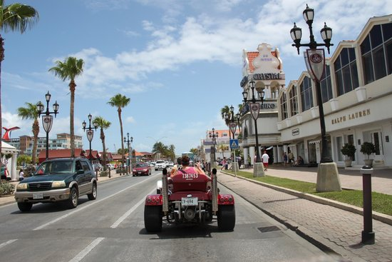 Trikes Aruba: Riding back into town after a wonderful ride around the island.