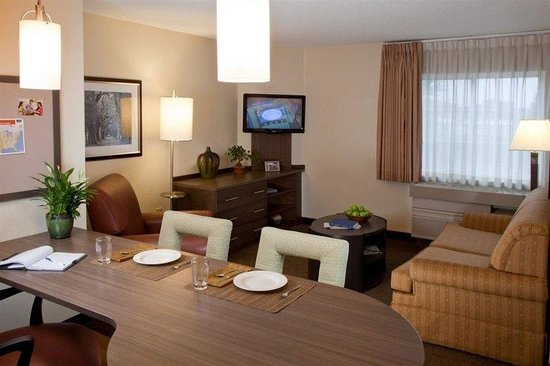 Candlewood Suites At CityCentre-Energy Corridor: Spacious living room in our One Bedroom Suite