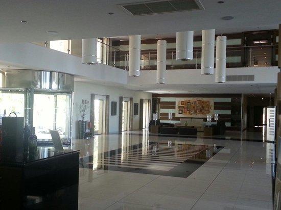Vila Galé Santa Cruz: Hall d'accueil