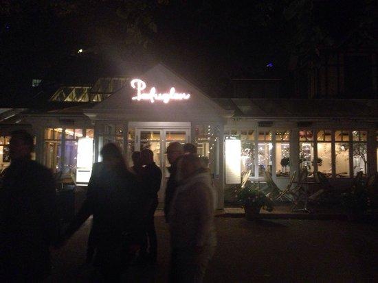 Restaurant Paafuglen, Tivoli: Night time view