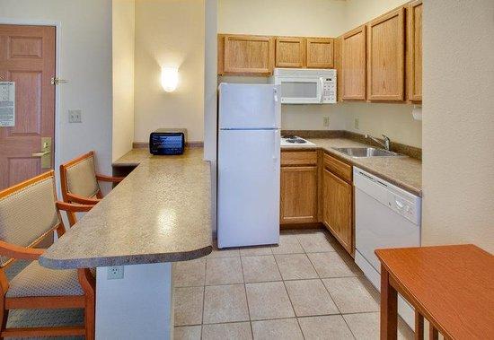 Staybridge Suites Fargo: One Bedrom Suite - Kitchen Area