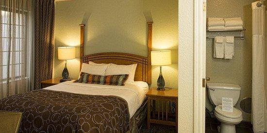 Staybridge Suites Eagan-Mall Of America: Two Bedroom, 1 Queen Bed, 2 Double Beds