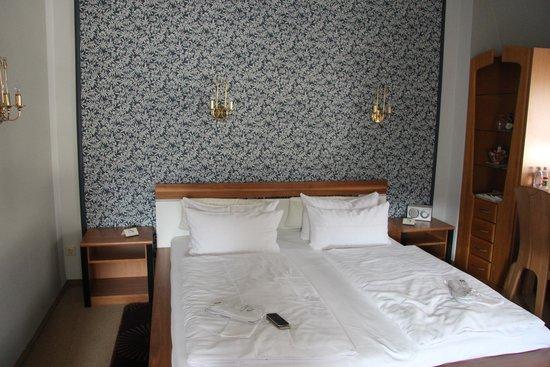 Hotel Wurzburger Hof: Double room top floor