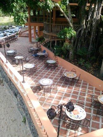 Hotel Gran Jimenoa: Mesitas para comer y cpompartir
