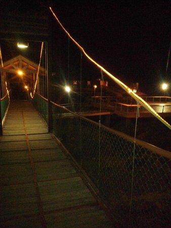 Hotel Gran Jimenoa: Puente iluminado