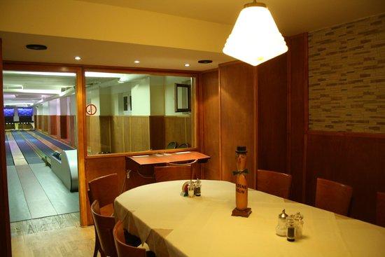 Taverna Kamiros: Hauseigene Kegelbahn