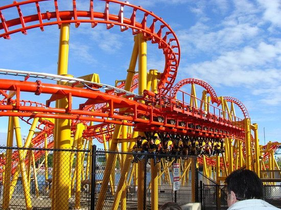 Holiday Inn Montreal Longueuil : One of La Ronde's many coasters! The thrills await!