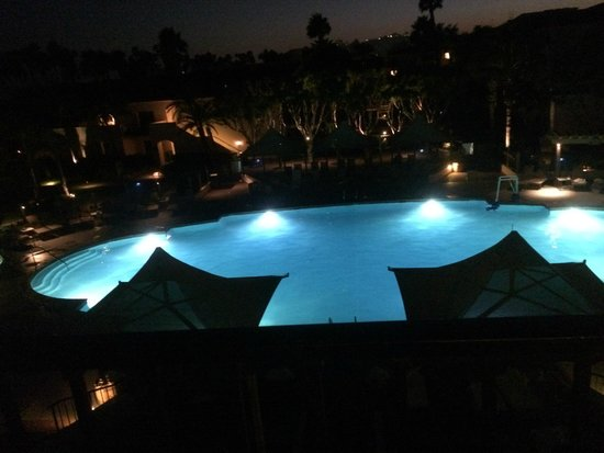 The Fess Parker - A Doubletree by Hilton Resort: The pool at night!