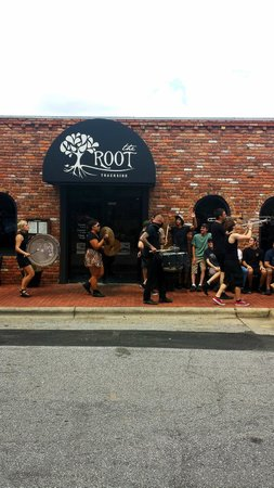 The Root Trackside: guerilla marching band at the root