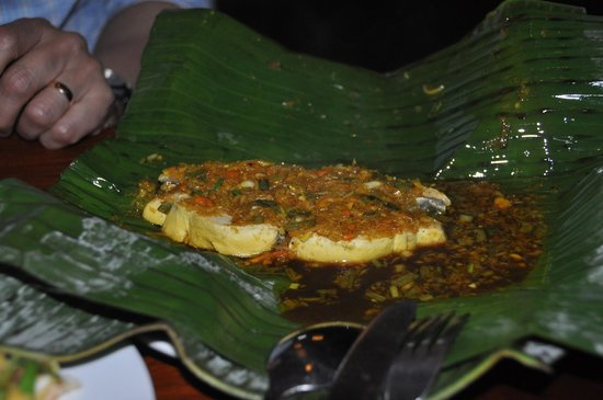 Miss Ly Cafe: Fish in banana leaf