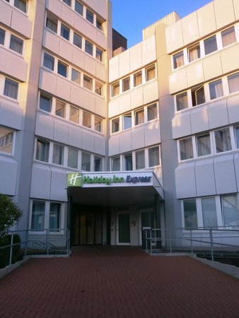Holiday Inn Express Hamburg City Centre: Rear Entrance