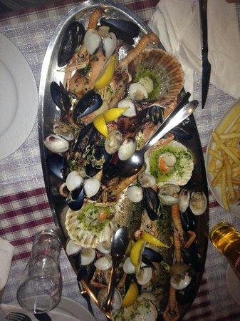 Pag, Croacia: piatto per 4!