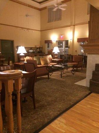 Country Inn & Suites By Carlson, Covington, LA: breakfast area