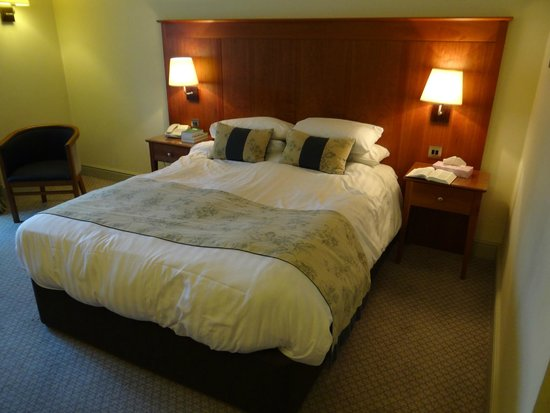 Rossett Hall Hotel: Comfy bed