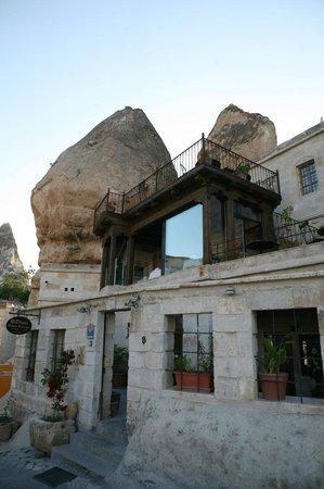 Divan Cave House : outside house