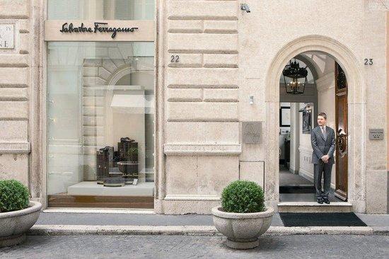 Portrait Roma : Entrance