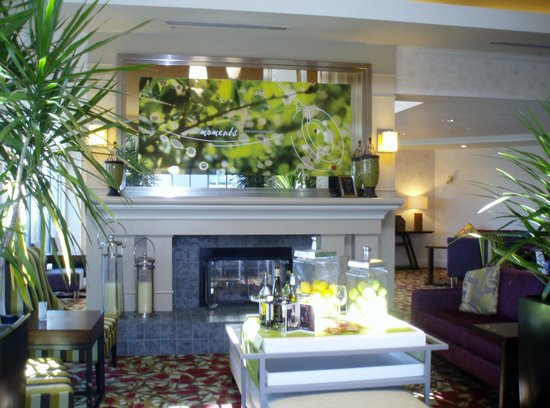 Hilton Garden Inn Calgary Airport: lobby