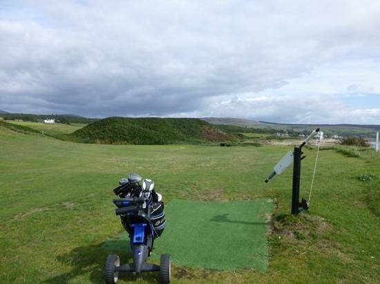 Shiskine, UK: Over the Himalayas!  Tend to tne signal before putting.