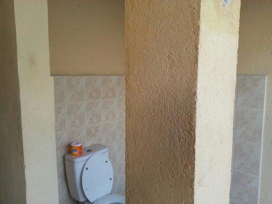 Tastura Beach Resort : Salle de bain extérieure... (external bathroom)