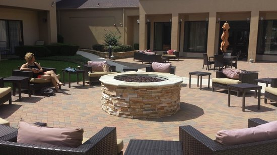 Country Inn & Suites by Radisson, Dallas-Love Field (Medical Center), TX : The outdoor Pit