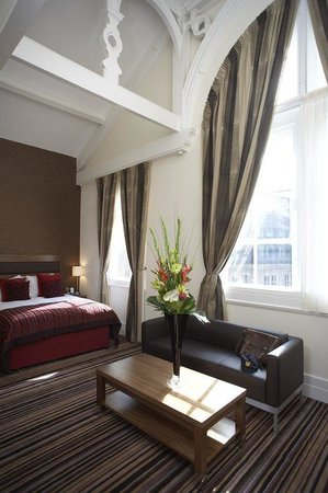 Leopold Hotel: Deluxe King Room