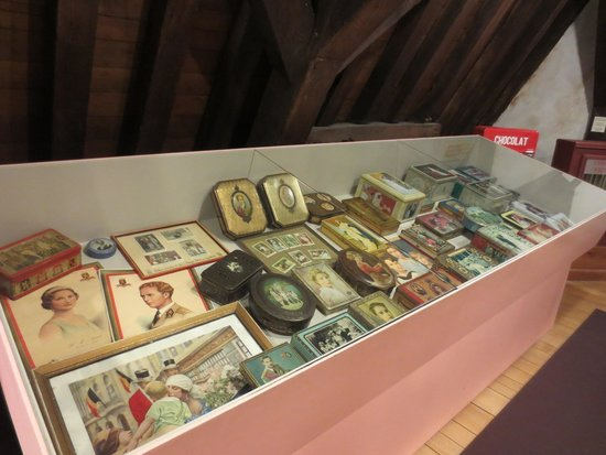 Choco-Story - The Chocolate Museum: Chocolate boxes with the pictures of famous people