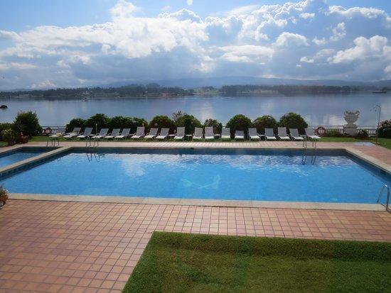 Piscina exterior fotograf a de talaso hotel louxo la toja isla de la toja tripadvisor - Piscinas 7 islas ...