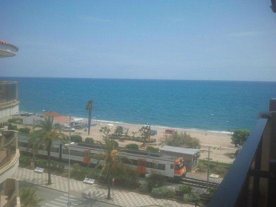 Aqua Hotel Promenade: боковой номер, слева море